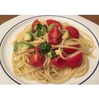 Pasta mit Avocado-Tomaten