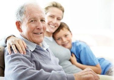 Opa mit Enkel und Tochter