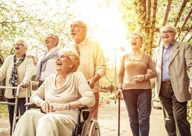 alte Menschen im Park