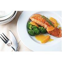 Lachs mit Orangen und Brokkoli